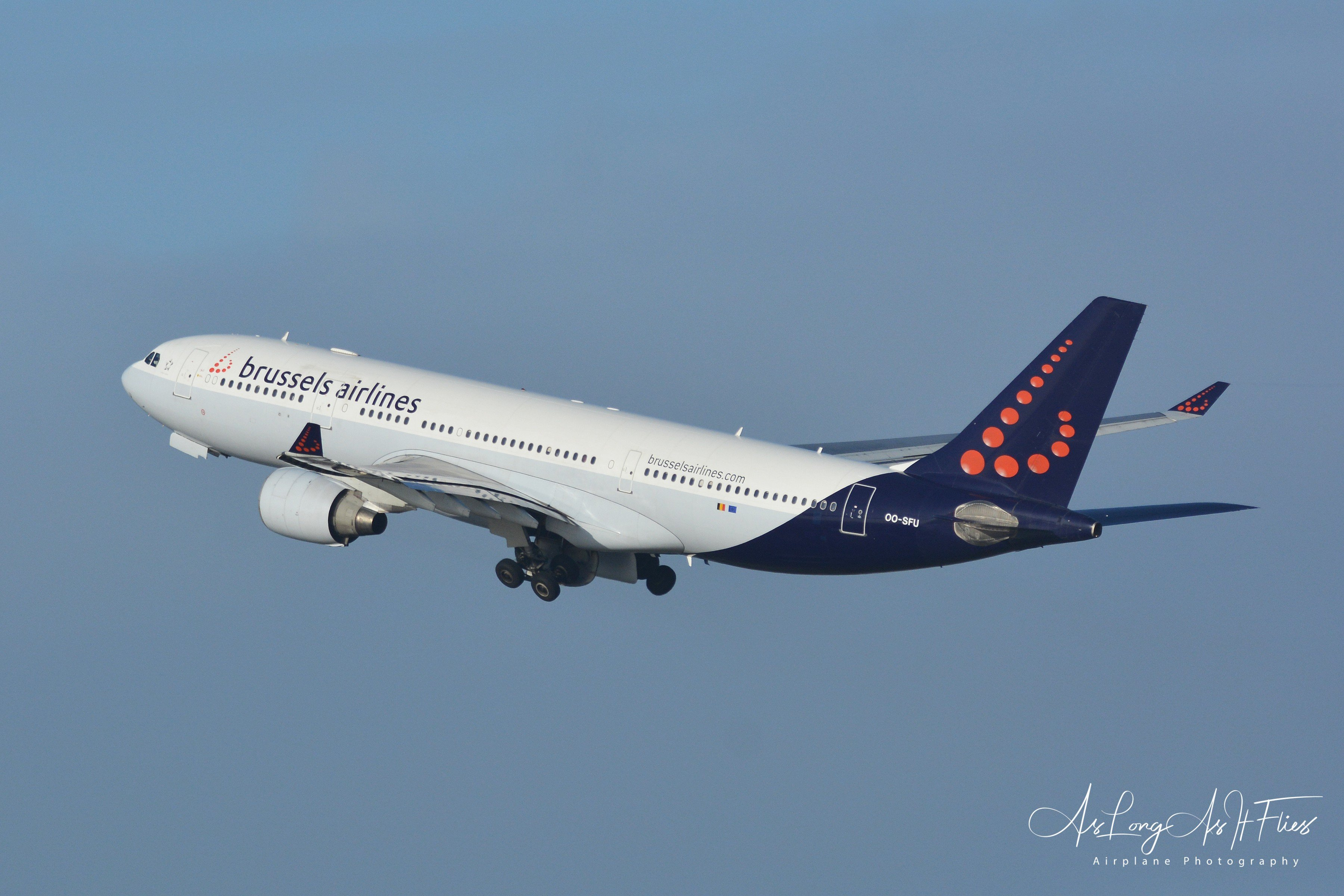 Brussels Airlines - Airbus - A330-223 - OO-SFU - 25R - 19/04/2020