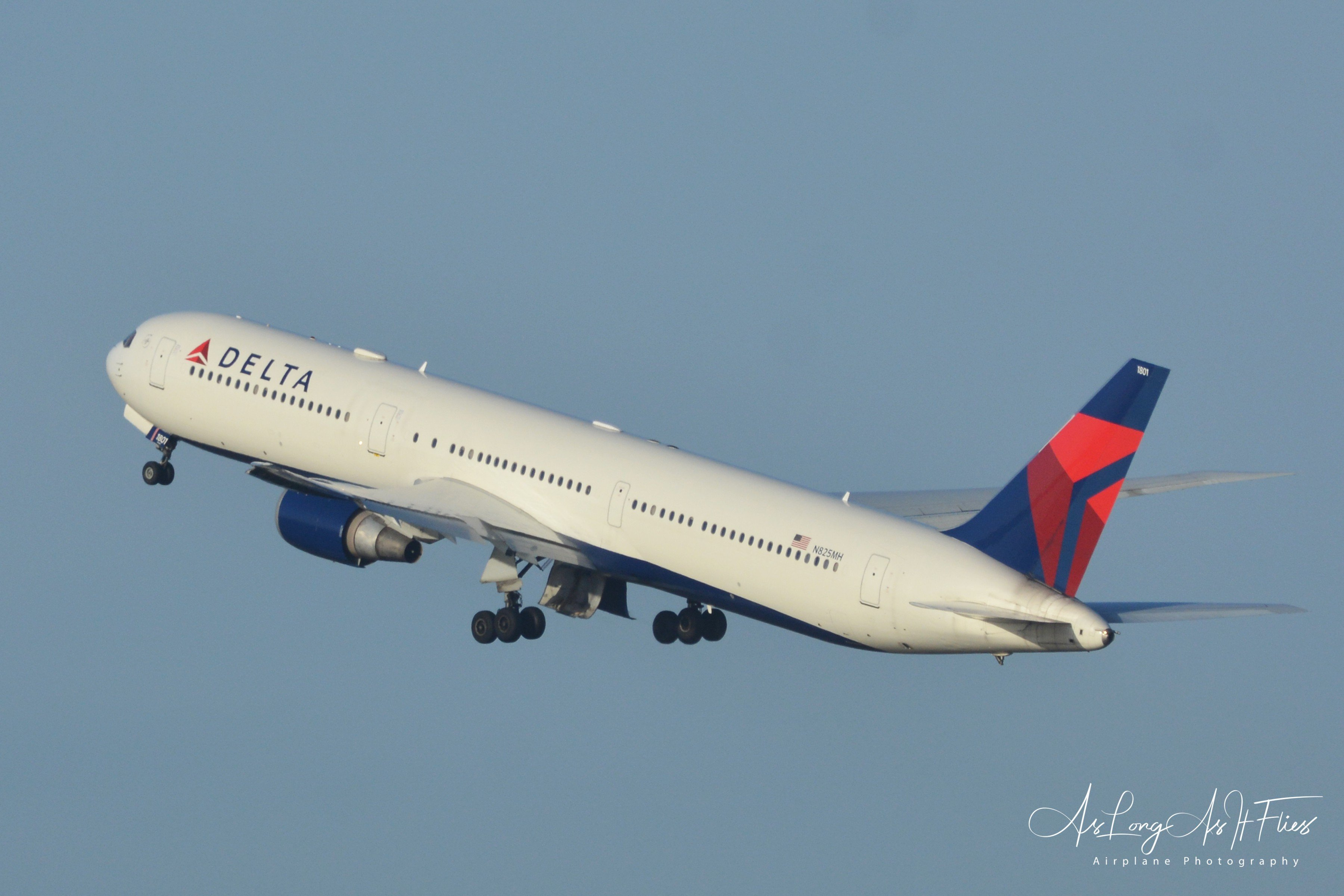 Delta Airlines - Boeing B767-423 - N825MH - 25R - 19/01/2020